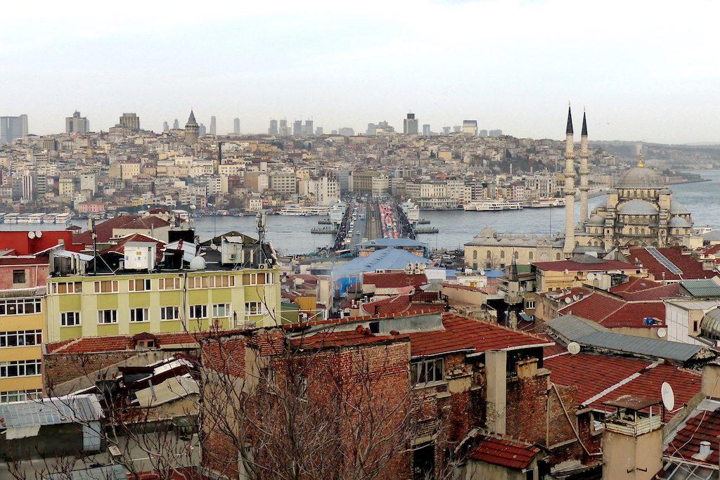 Artikel über Visum Türkei und Bild mit Blick auf die Skyline von Istanbul