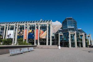 Eingang der National Gallery of Canada als eine der Ottawa Sehenswürdigkeiten