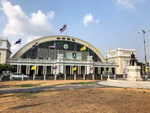 Bahnhof Bangkok von außen für den Zug nach Chiang Mai