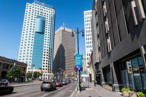 Straße und Hochhäuser in Winnipeg