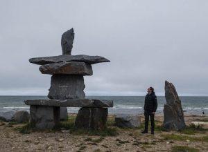 Steinfigur an der Küste von Churchill Kanada