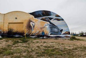 Bemaltes Gebäude mit Eisbär