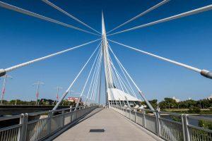 Brücke über den Fluss in Winnipeg