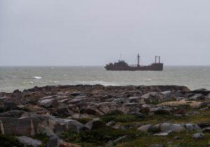 Schiffswrack vom Ufer