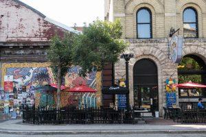 Straßenkunst an Hauswand