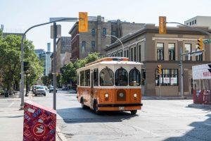 Trolley auf Straße in Winnipeg Kanada