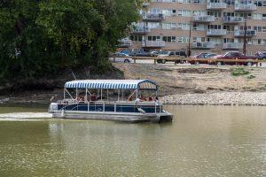 Wassertaxi auf dem Fluss in Winnipeg