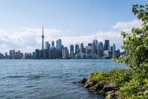 Skyline von Toronto vor dem See