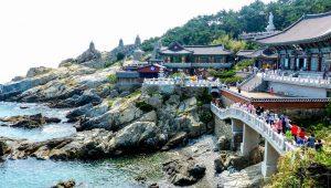 Südkorea Sehenswürdigkeiten in Busan mit Tempel an Küste