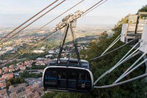 San Marino Sehenswürdigkeiten - das Funicular den Berg hinunter