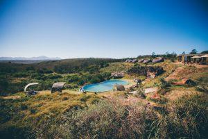 Blick auf schöne Landschaft und See beim Südafrika Backpacking