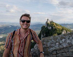 Ich vor Turm in San Marino