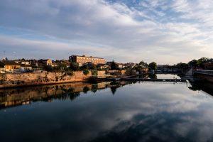 Kanal und Häuser am Ufer