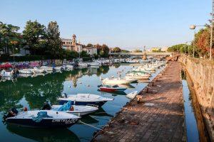 Am Kanal von Rimini mit Booten