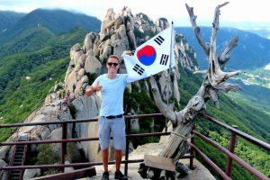 Wandern im Seoraksan Nationalpark auf Felsen
