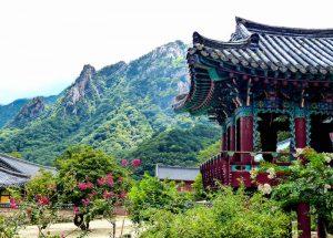 Südkorea Sehenswürdigkeiten in Seoraksan mit Tempel
