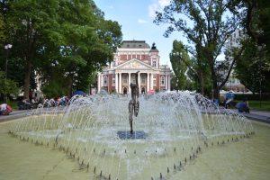 Außenansicht vom Nationaltheater Ivan Vasov als Sehenswürdigkeit in Sofia