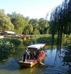 Boot auf See in Parkanlage