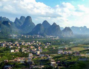 Blick auf Landschaft und Berge