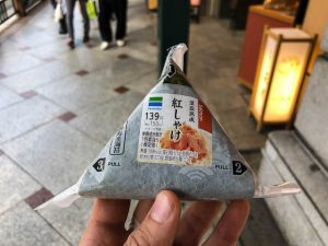 Snacks mit geringen Kosten aus dem Supermarkt in Japan