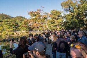 Touristenmassen am goldenen Pavillon Kyoto