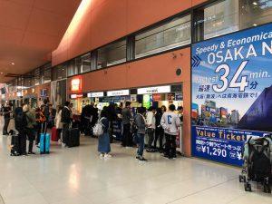 Informationsschalter am Flughafen