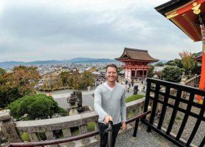 Selfie mit Aussicht auf Kyoto und Tempel