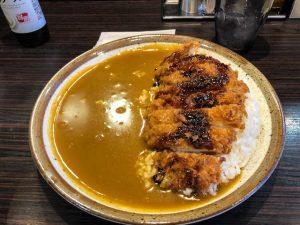 Japanisches Curry Gericht mit Reis und Schnitzel