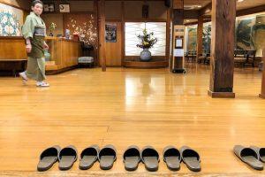 Japanisches Gästehaus mit Hausschuhen