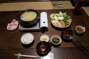 Hot Pot Essen auf Tisch in Nara
