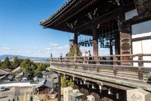 Terrasse des Nigatsu-dō Tempels