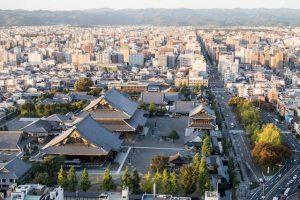 Blick vom Turm auf Kyoto von oben