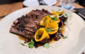 Fleisch auf Teller