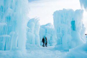 Ice Castles in Edmonton mit tollen Eisformationen
