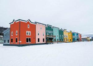 Bunte Häuser im Schnee