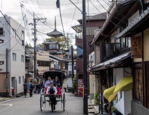 Im Higashiyama Viertel mit Straßen
