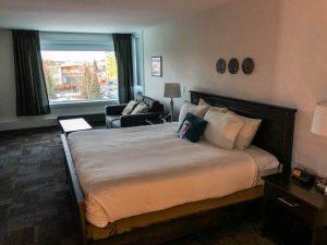 Zimmer mit Betten im Coast High Country Inn
