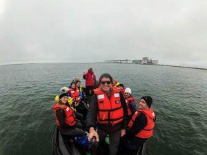 Menschen auf Boot in Hudson Bay Manitoba