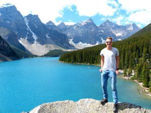 Kanada Reisezeit im Sommer mit blauem See und Bergen in Banff