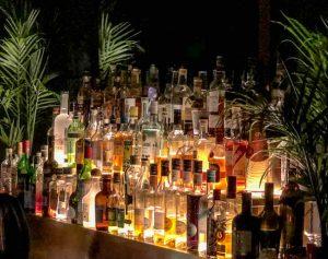 Flaschen in Bar