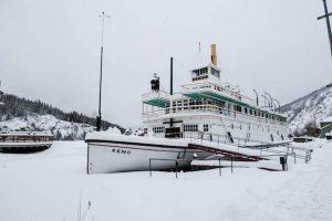 SS Keno Dampfer im Schnee als eine der Dawson City Sehenswürdigkeiten
