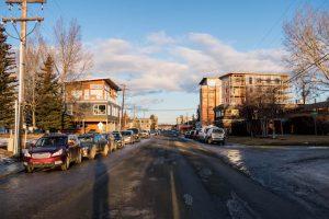 Straße mit Häusern in Whitehorse