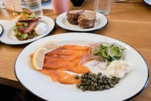 Lachs Frühstück im wilfred's