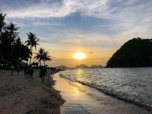 Sonnenuntergang am Strand in Palawan Philippinen