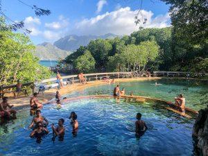 Blick auf die Makinit Hot Springs in Coron