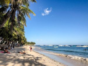 Blick auf den Alona beach auf Bohol