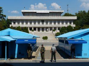 Blaue Häuser in der Joint security Area der DMZ