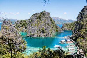 Felsen und Meer in Coron Philippinen