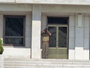 Soldat mit Fernglas