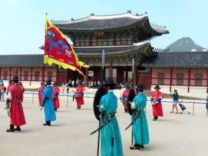 Berühmte Südkorea Sehenswürdigkeit in Seoul mit Zeremonie vor dem Palast
